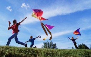 8 Excellent Summer Holiday Activities Kite Flying