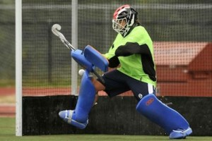 beginners-guide-to-field-hockey-goalie