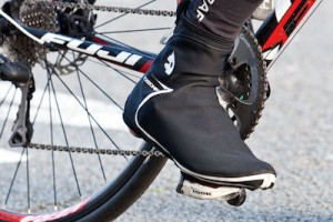 dressing-for-cycling-in-the-winter-overshoes