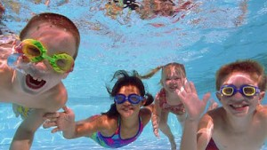 How to Choose Swimwear for Kids Underwater