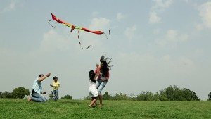 why-spring-is-perfect-for-families-to-fly-a-kite-2017