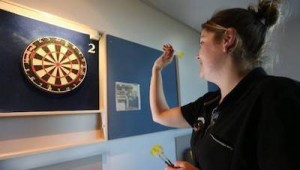 women-should-consider-playing-darts-female-player