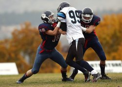 american football positions defensive